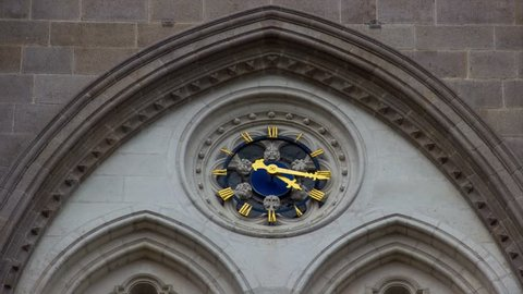 Timelapse de l'horloge de la basilique Saint-Nicolas à Nantes