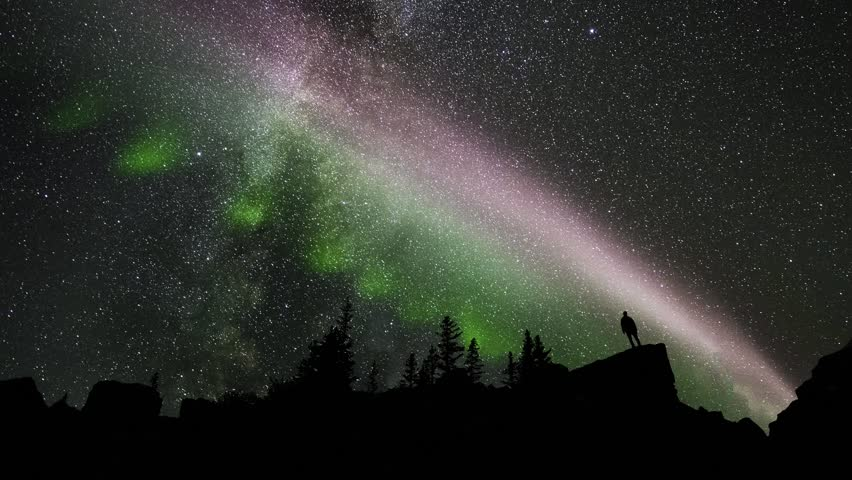2.5D parallax video man silhouetted against northern lights