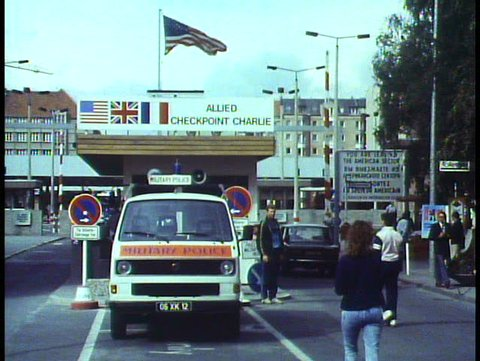 WEST BERLIN, WEST GERMANY, 1988, The Berlin Wall, Checkpoint Charlie