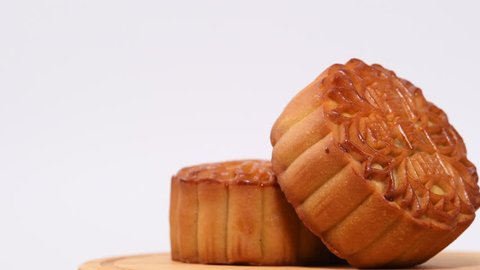 """Moon cakes rotating on white background,The Chinese character on the mooncake represent """"Double white"""" in English"""
