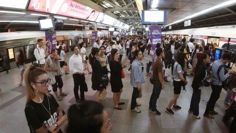 BANGKOK. THAILAND JAN 2018: Crowds of people near trains at a typical BTS station in Bangkok. 4k video