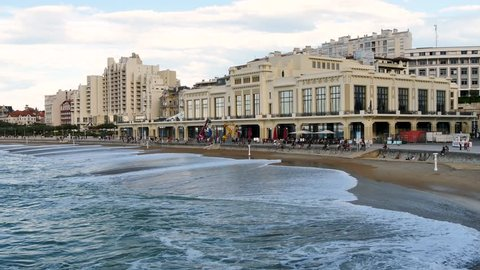 The Grande Plage de Biarritz is the most central beach in the seaside resort and the most popular. It extends over 450 metres of fine sand. There are casinos and hotels nearby.