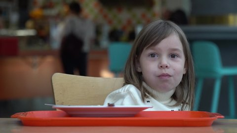 Bimbo 5 Anni Stock Video Footage - 4K and HD Video Clips | Shutterstock