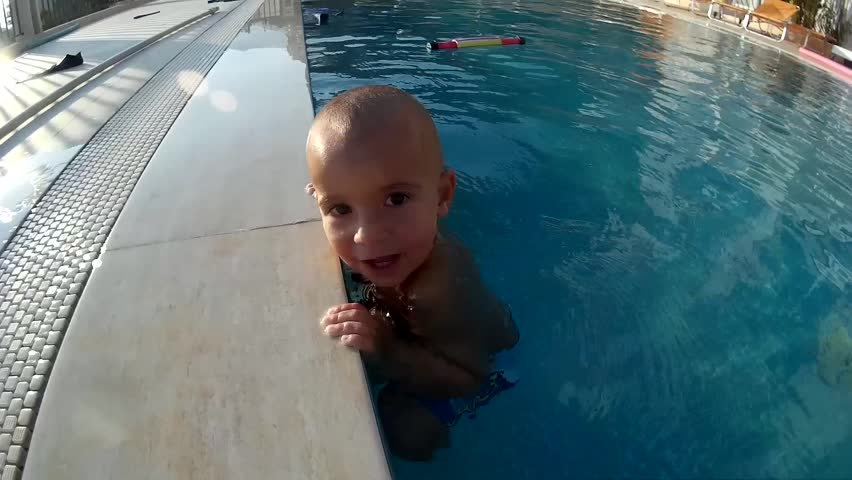 Toddler slips from holding the edge of swimming pool but instead of drowning swims underwater to his parent who saves him