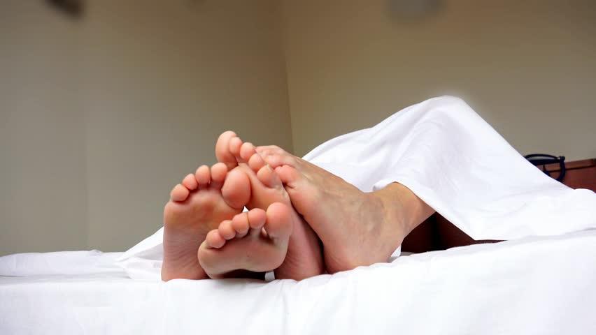 size 10 toe wiggle footjob