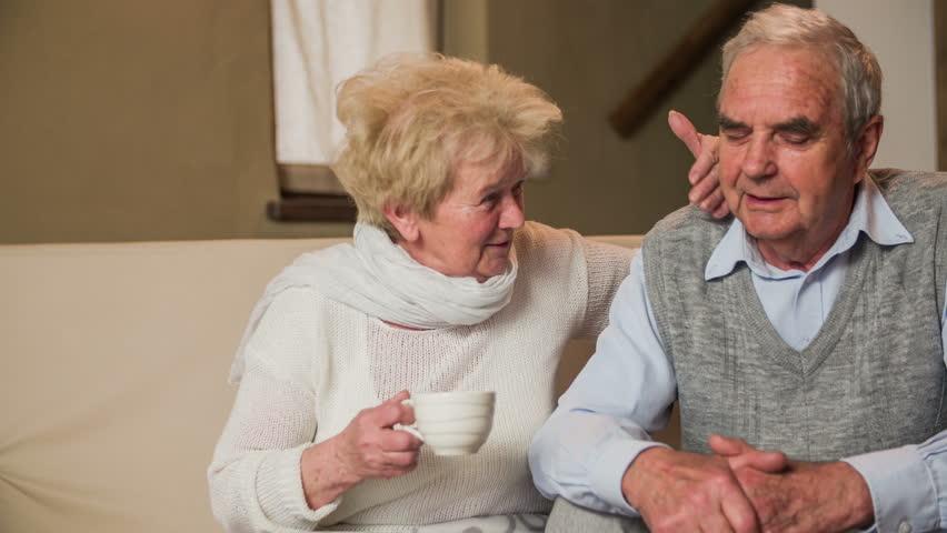 Rüyada Ayrıldığın Eşinin Ölen Eski Hanımını Karısını Evde Görmek