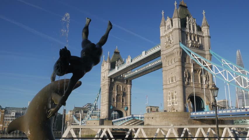 LONDON/ENGLAND SEPTEMBER 6TH 2015: 4x normal speed video of Tower Bridge opening, framed by the statue of girl and dolphin. Shot on a sunny autumn morning in 4K