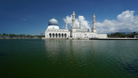 timelapse Likas Mosque(Masjid Bandaraya Likas), Kota Kinabalu, Sabah, Malaysia. Beautiful day and reflection.