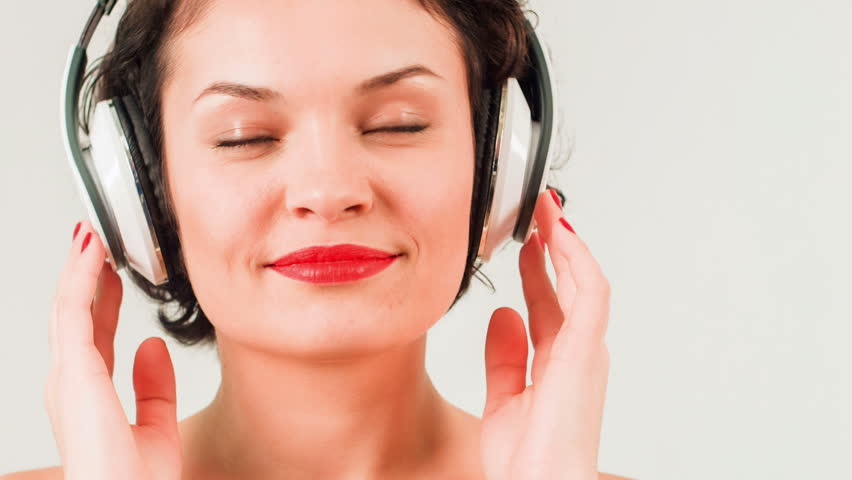 5 reasons for listening to music Features five reasons to listen to music you don't like keeping an open ear and mind can be more valuable than chugging out the same hard rock riffs for hours on end, believe the likes of joe satriani, marty friedman and john paul jones.