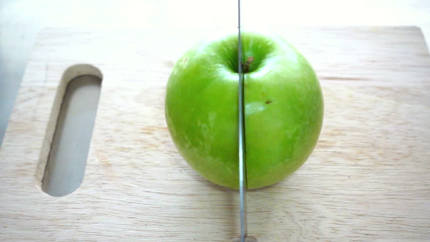 Cut the apple in halftwotwo pieces  WordReference Forums