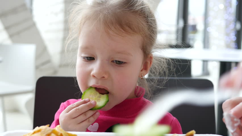 child eating observation An essay or paper on observation of a four year old child the purpose of this paper is to describe a particular four year old female child as observed in four different observation sessions.