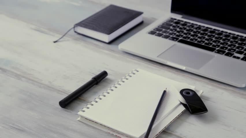 Menulis tidak harus di kertas.
