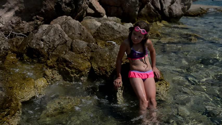 Hot teens nude bikinis