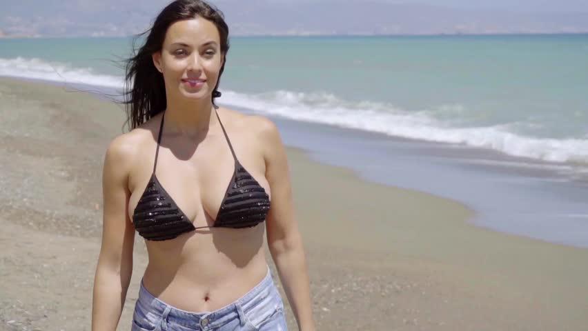 Стоковое видео Friendly Trendy Young Woman At абсолютно без лицензионных платежей 16496929 Shutterstock