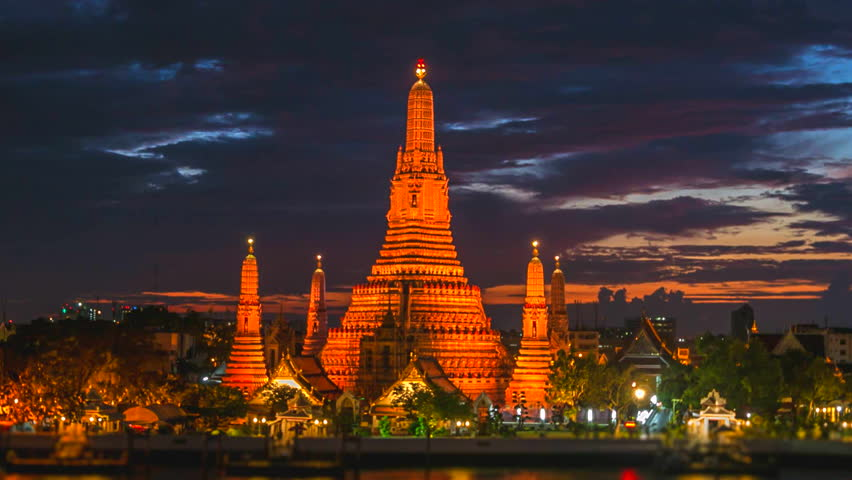 4K.Time lapse Landmark of bangkok Temple of Wat Arun, in Bangkok, Thailand