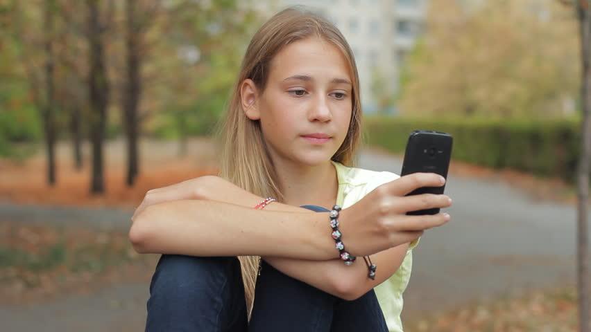 devushka-po-vizovu-telefon