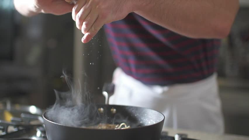 Himalayan salt in frying pan