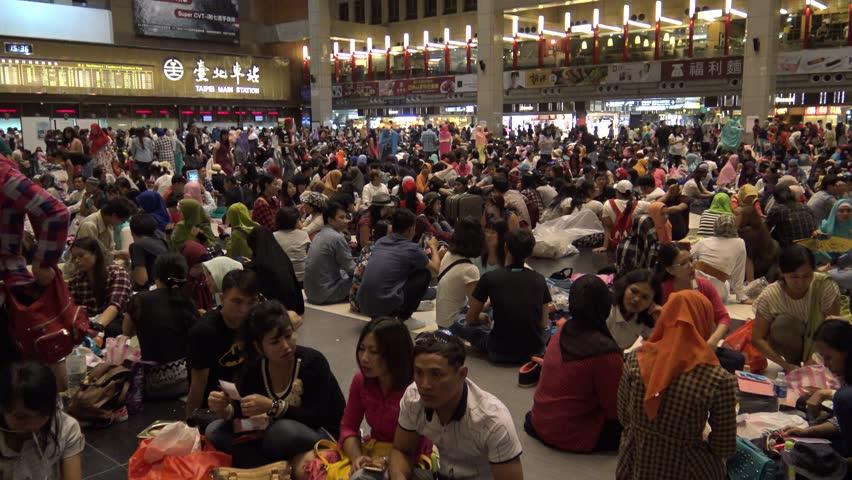 Taipei, Taiwan-10 July, 2016: 4k, Crowd of Muslims are meeting
