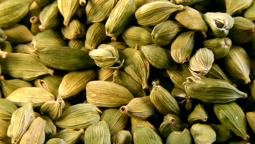 Macro. Cardamom green to improve digestion