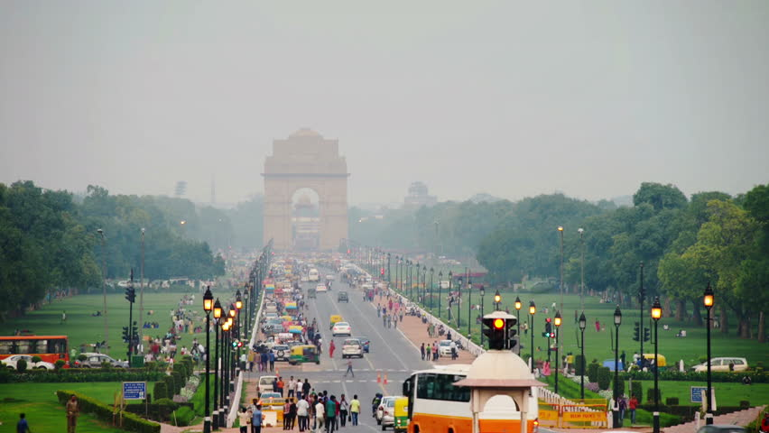 Time-lapse of Car and people traffic to the India Gate in Delhi in the evening