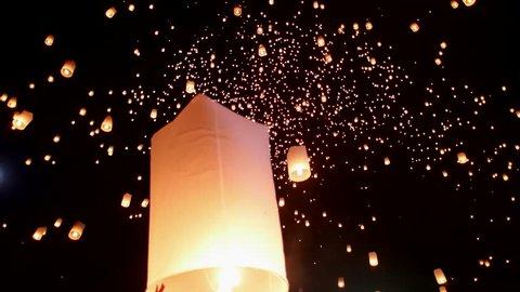 (4K)Sky lantern festival(yee peng lanna)in Chaing Mai, Thailand