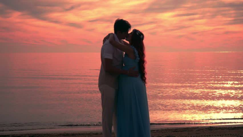 Couple Kissing At Sunset Couple Beach Sunset Love Couple At Sea