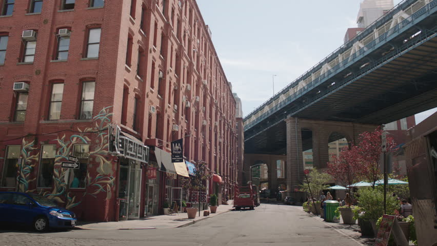 Day Corner 6 Story Red Brick Office Building Lofts Warehouse Stores Cafe  Restaurants Bottom, See Cafe Patio People Eating Lunch, Brooklyn Bridge  Stock ...