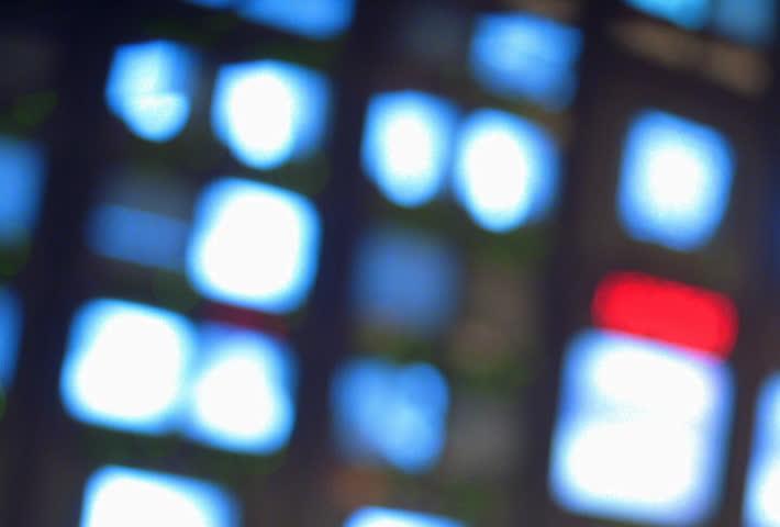 Pull focus on TV monitors in newsroom
