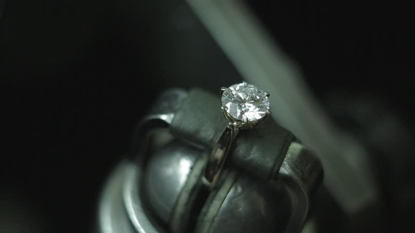 Making a diamond wedding ring