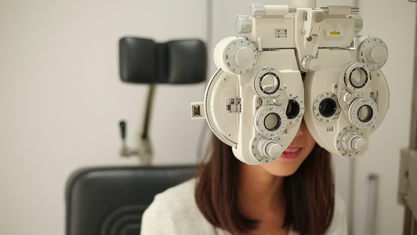 Woman doing eye test #23303359