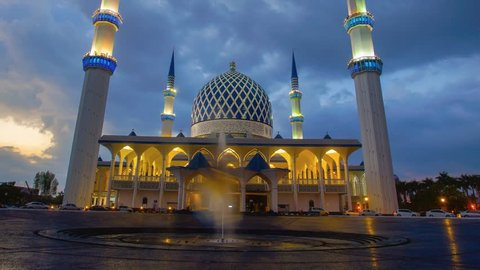 Sunset Time Lapse at a Mosque. Sultan Sallehuddin Abdul Aziz Shah Mosque, Shah Alam, Malaysia, zoom out effect