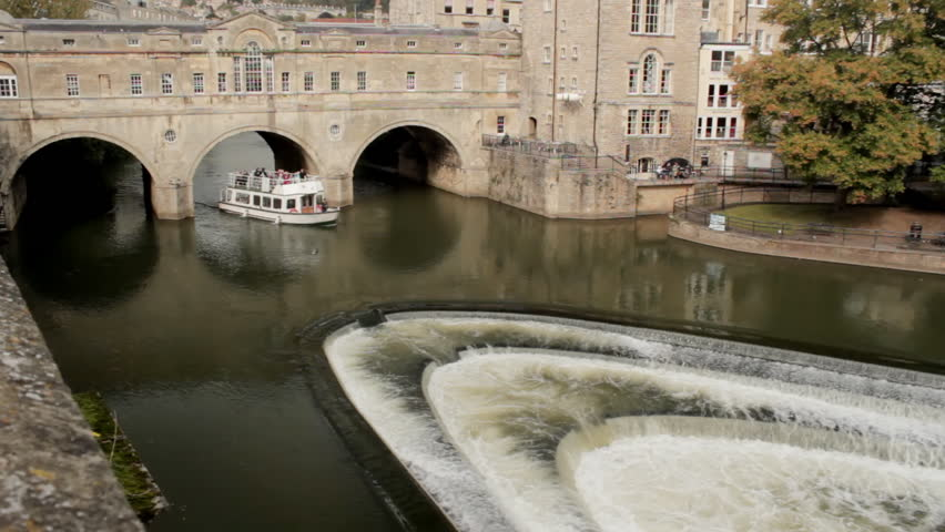Pleasure Boat with Pulteney Bridge and weir, Bath, England