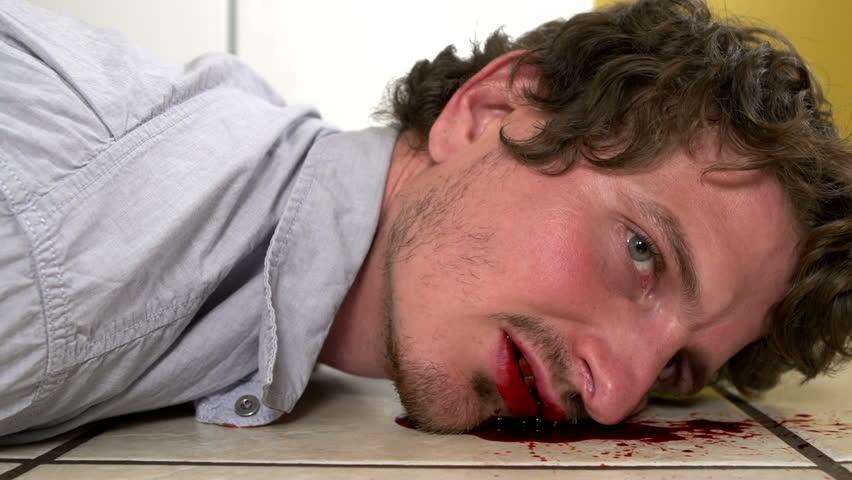 Trække Dead Woman Across køkkengulvet 4K Stock Footage-3365