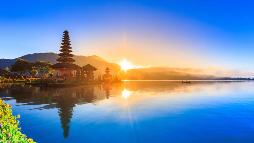 Pura Ulun Danu Bratan Temple On Water, Bali Landmark Travel Place Of Indonesia 4K Night to Day Time lapse