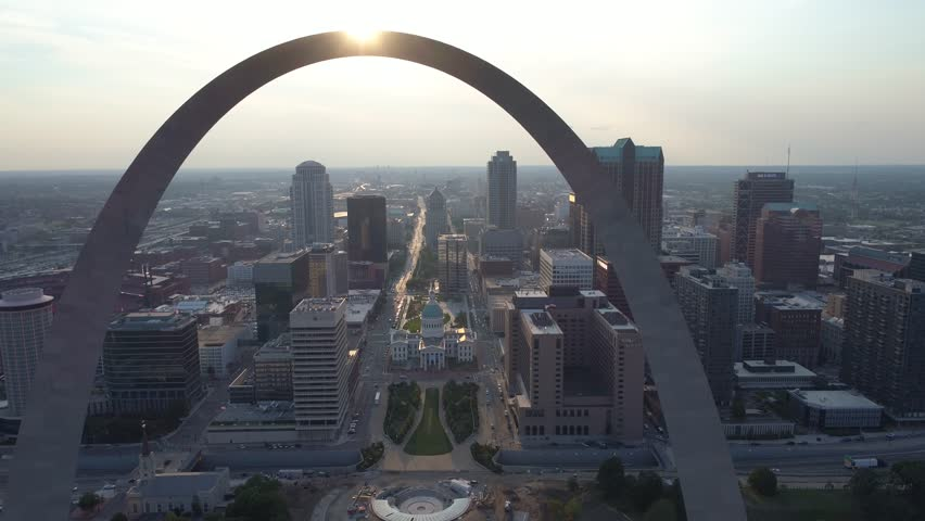ST LOUIS, MO, USA - AUGUST 5, 2017: Drone shot of the St Louis Arch 4k 60p