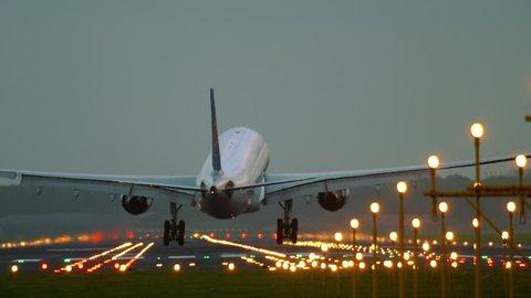 4k Plane Landing Stock Footage Video (100% Royalty-free