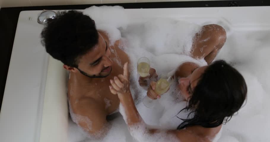 perry-pics-sexy-ladies-fucking-in-bathtub