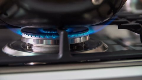 Automatic electric ignition on a advanced gas stove. Stove is really tidy, it looks like new one.