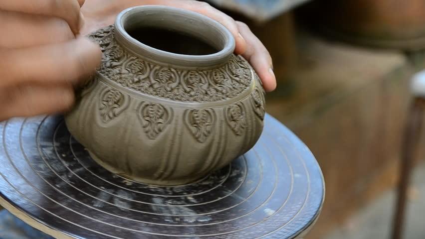 potter a decorative pattern on pot