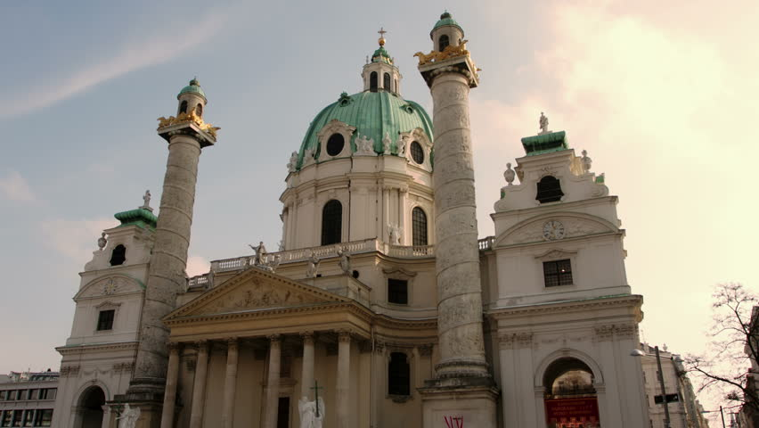 In this Hyperlapse the camera moves in a semicircle from right to left around the Karlskirche in Vienna.