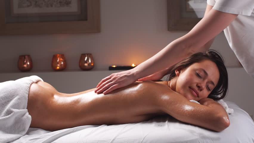Лице девушки делают массаж секс видео оргазм видео камера