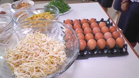 pad thai meal