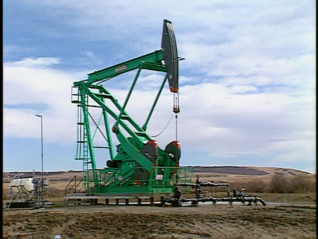 green pumpjack main shot medium(good audio) (BetacamSP)