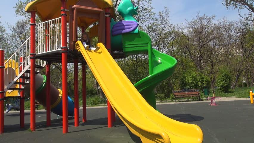 6d368a33808e9 Child Sliding On a Slide Vidéos de stock (100 % libres de droit ...