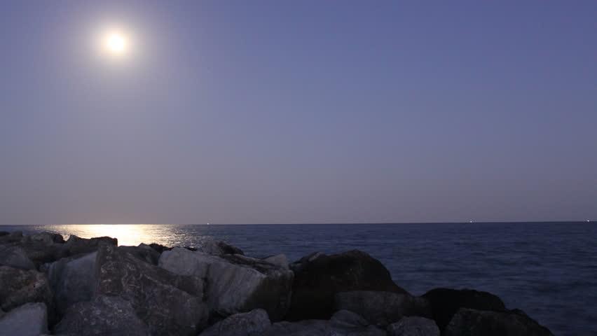 MOONLIGHT OCEAN TIME LAPSE (HD 1080P)