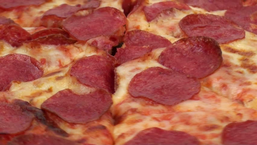 Pepperoni Pizza zoom-out
