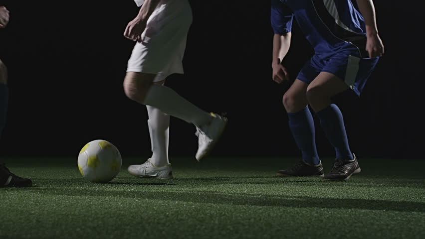 An offensive player makes a nice spin move to avoid two defenders. Medium slow motion shot.