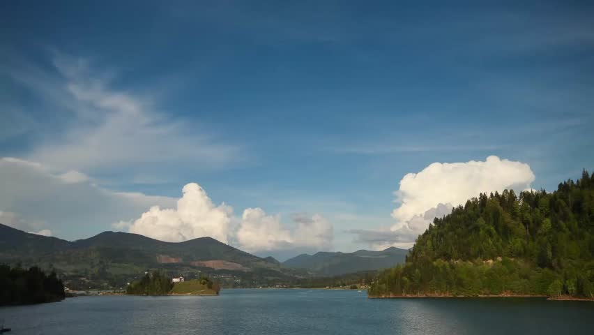 Cumulus building up on lake timelapse