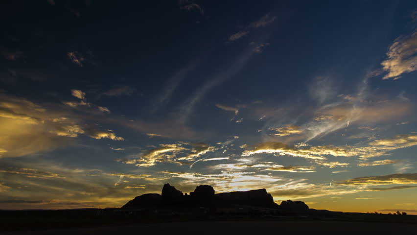Monument Valley panorama facing west at dusk in time lapse