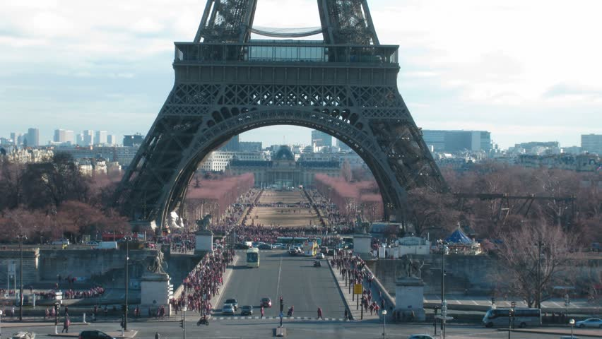 Movement under Tour d'Eiffel in a current of day: cars, tourists. Time lapse.